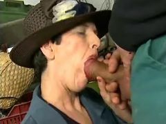 Glamour old lady throats fat cock