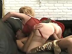 Blond mature has fuck n gets fasial
