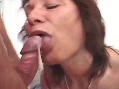 Mature weman get cum in groupsex